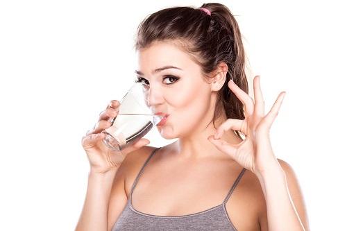 uong nuoc 1 - 10 thói quen thúc đẩy quá trình trao đổi chất