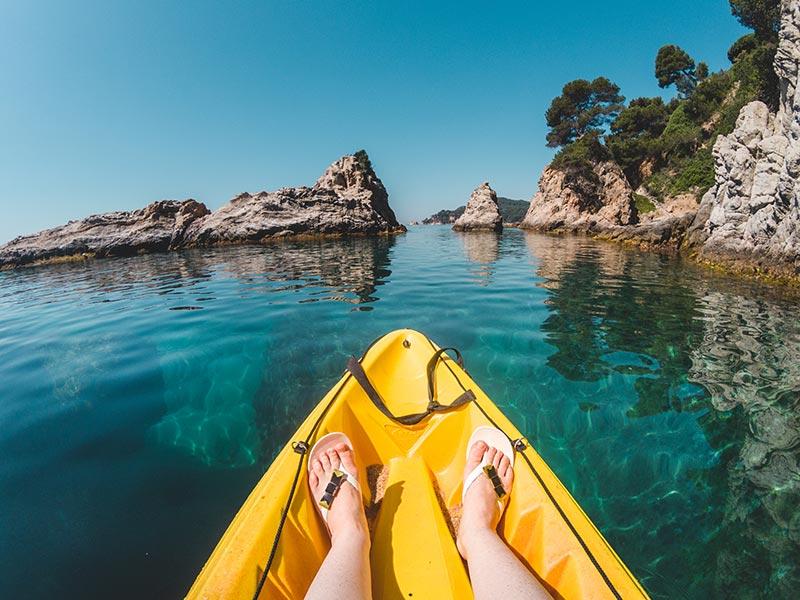 boi thuyen kayak - 4 MẸO GIỮ DÁNG KHI ĐI DU LỊCH